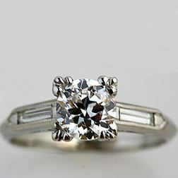 The classic engagement ring with a 1 CT center round brilliant diamond